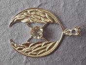 Zilver hanger rond met engelenvleugel